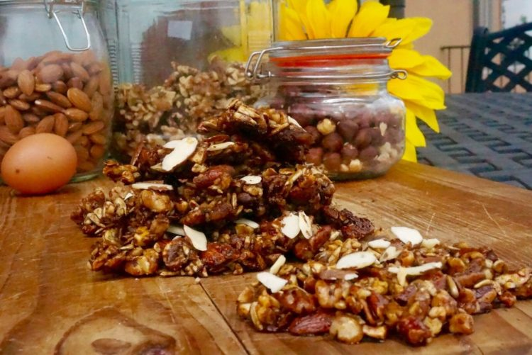 Healthy low carb nut crunch - Plant based whole food